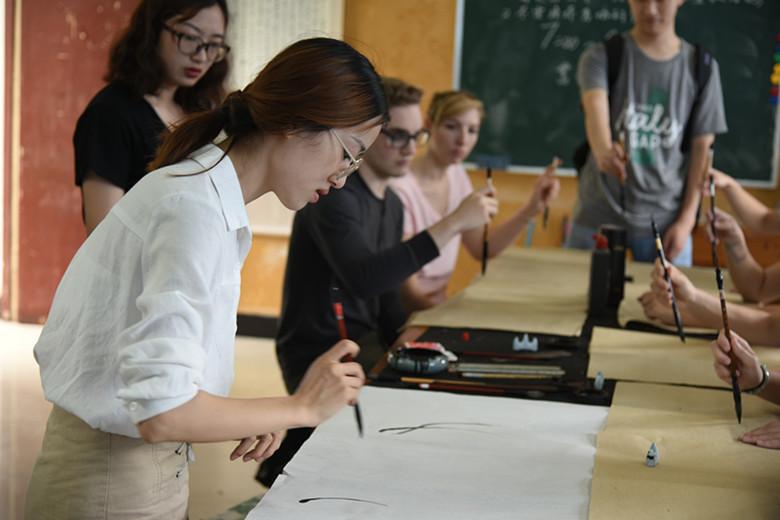 洋学生体验中国味